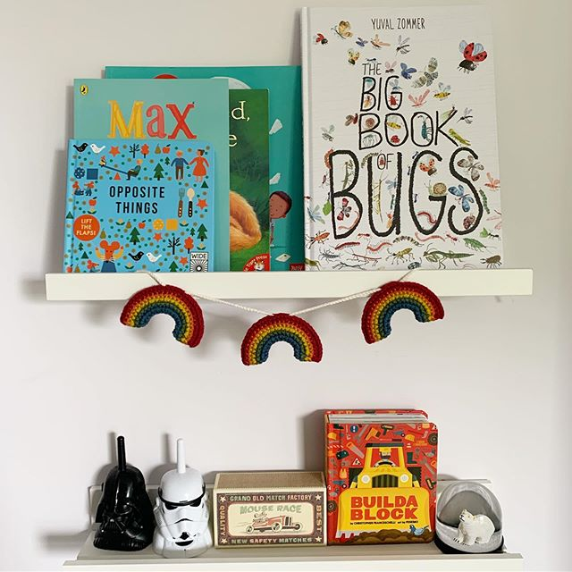 How do people make shelves look so organised? Loving our rainbow hanging from @magpieandpickle